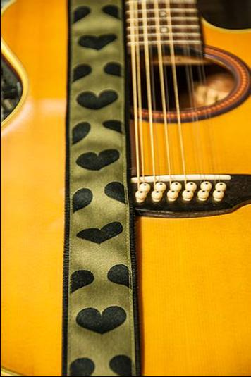VO Guitar Strap Kiwi Dark Hearts